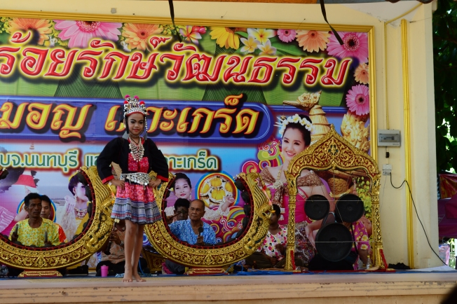 Young Thai dancer and musicians.. just another day at Koh Kret